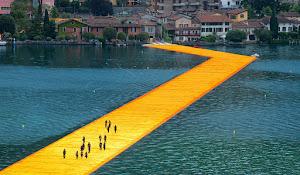 İseo Gölü Üzerindeki Yüzen Köprü