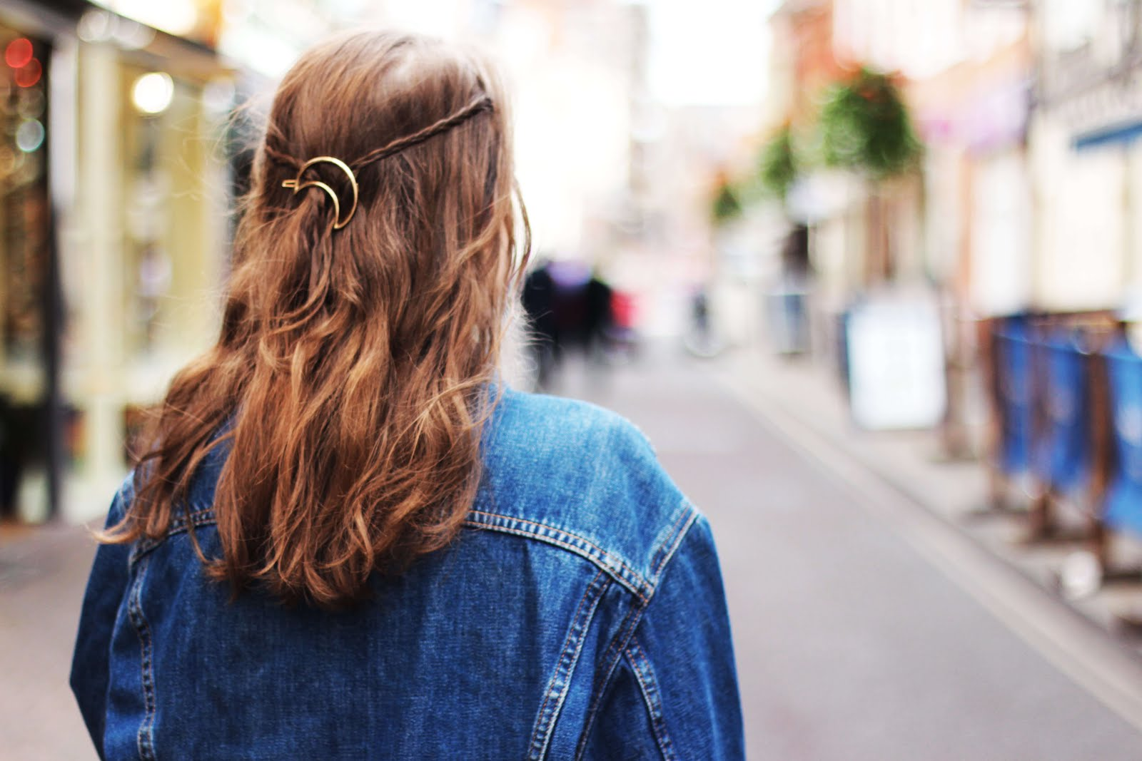 how to style moon hair clip