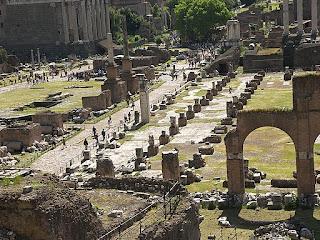 Ruinas de un foro romano y antigua Roma