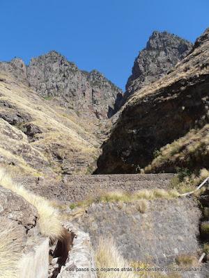Canal y presa en el Barranco Oscuro