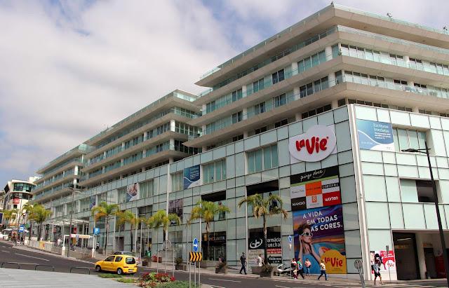 La Vie shopping center