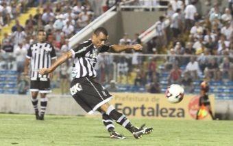 bbf1ab33f5 Lula Pereira escala Paulo Sérgio na lateral esquerda