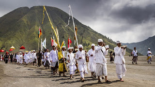 The most important ritual for hiduism in Mount Bromo