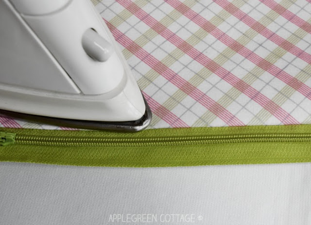 Learn how to sew a lined zipper pouch with centered zipper, using French seams. A perfect zipper pouch  to store your sewing notions