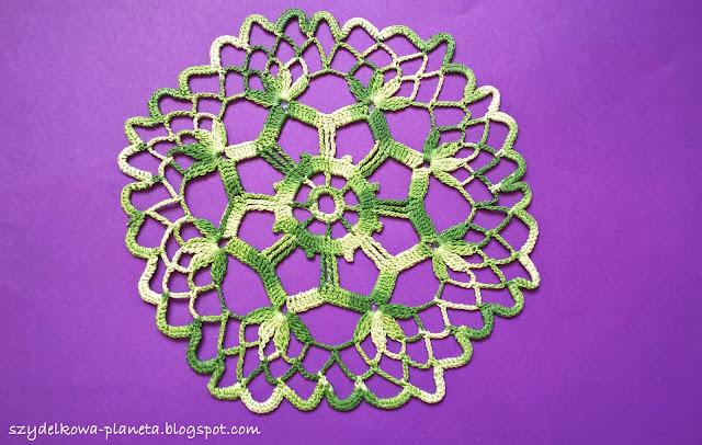 zielona szydelkowa serwetka
