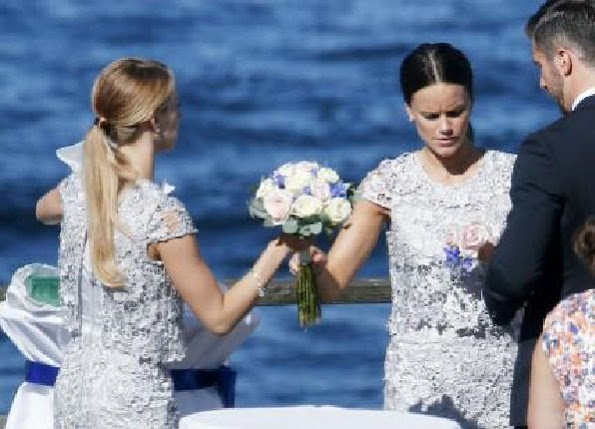 Congratulations to Lina Hellqvist and Jonas Frejd who got married today. Princess Sofia and Sara were their sister's bridesmaids.