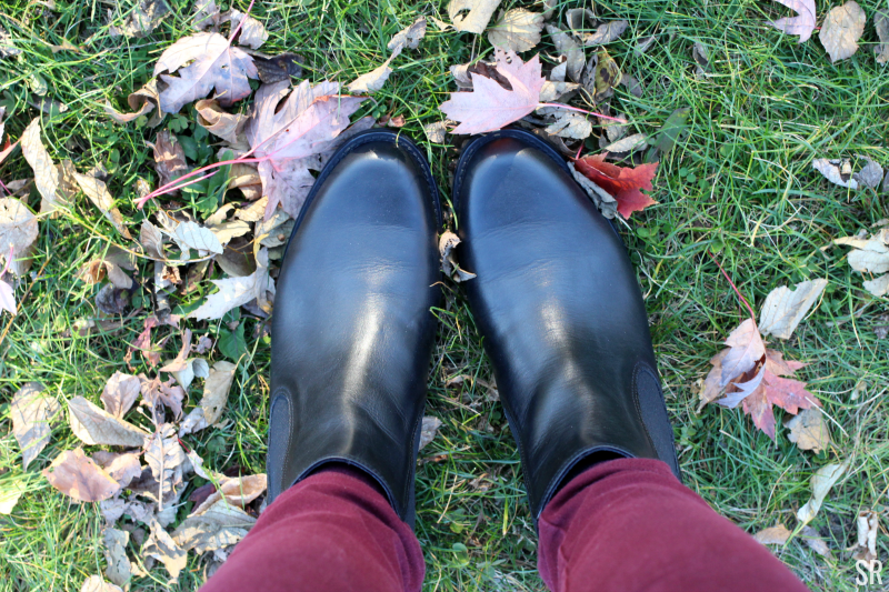 a picture of black ankle boots