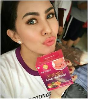 Artis Kartika Putri Memakai Produk Sinensa Beauty Slim Herbal - Suplemen Pelangsing dan Pemutih Badan BPOM Halal MUI