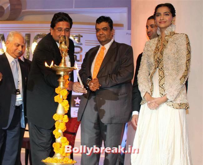 Sonam Kapoor, Sonam, Kjol & Abhay at FICCI Frames 2014