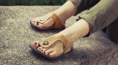 opt-for-clogs-lighter-shades-of-shoes-in-monsoon