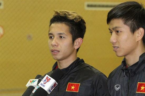 Hồng Duy chia sẻ với báo chí sau trận đấu