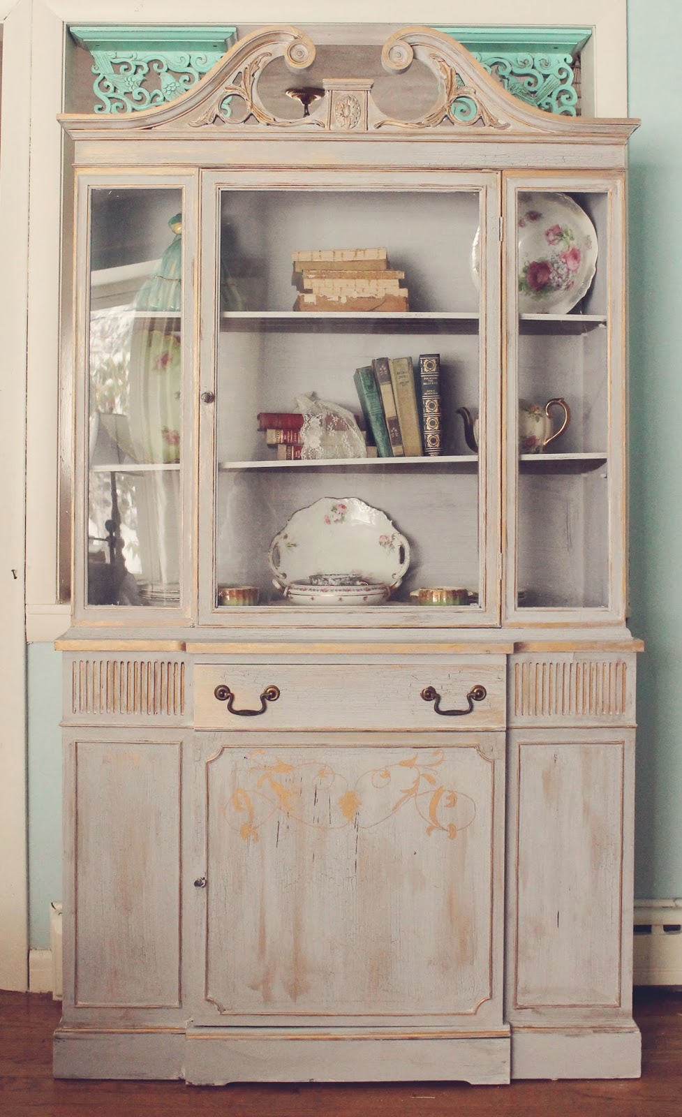 trois petites filles gilded armoire. Black Bedroom Furniture Sets. Home Design Ideas