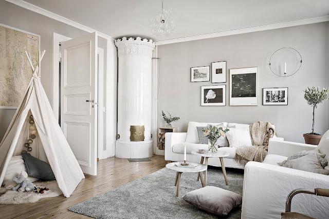 Alb în living și gri închis în dormitor într-un apartament de 64 m²
