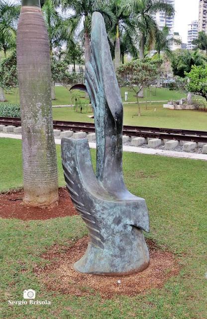 Close-up da Escultura O Último Vôo - ALESP - São Paulo
