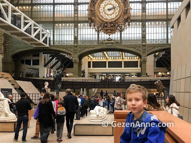 Paris Orsay Müzesi içi, eserler ve ünlü saat