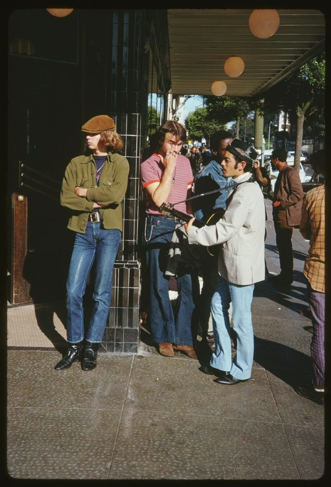 18 Fascinating Vintage Color Photographs Capture Haight