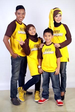 Model Kaos Suami istri dan 2 anak untuk Liburan Terbaru