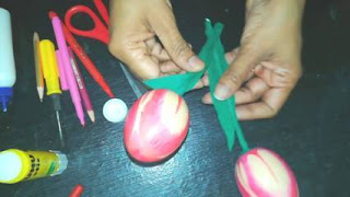 membuat mainan dari cangkang telur