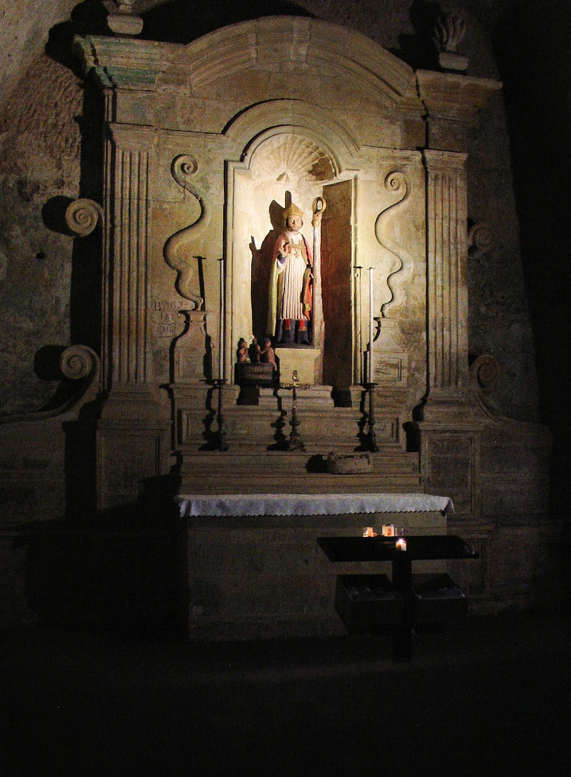 A small chapel inside the Monolithic Church in Saint-Émilion.