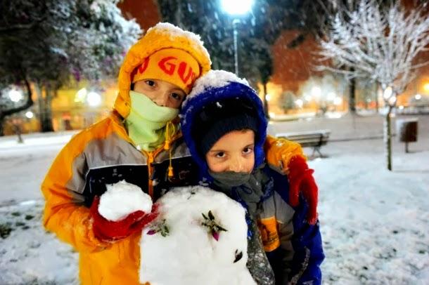 Crianças Brincando com A Neve em Vacaria