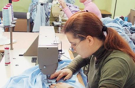 00f0977731be Επίσης μεγάλα τμήματα της ελαφριάς βιομηχανίας δημιουργήθηκαν ως βοηθητικοί  κλάδοι της παραγωγής ρούχων και υποδημάτων.