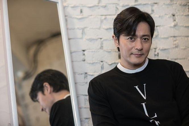 Jang Dong Gun 46 tuổi điển trai phong độ khiến phái nữ say đắm - Ảnh 1