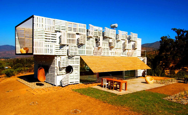 Shipping Container House with Dynamic Facade, Chile 22