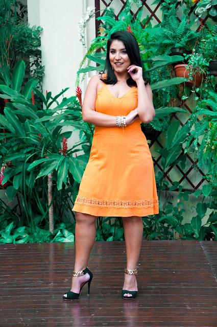 Vestido Laranja com Detalhes - Reserva Natural para Mirelle Sampaio