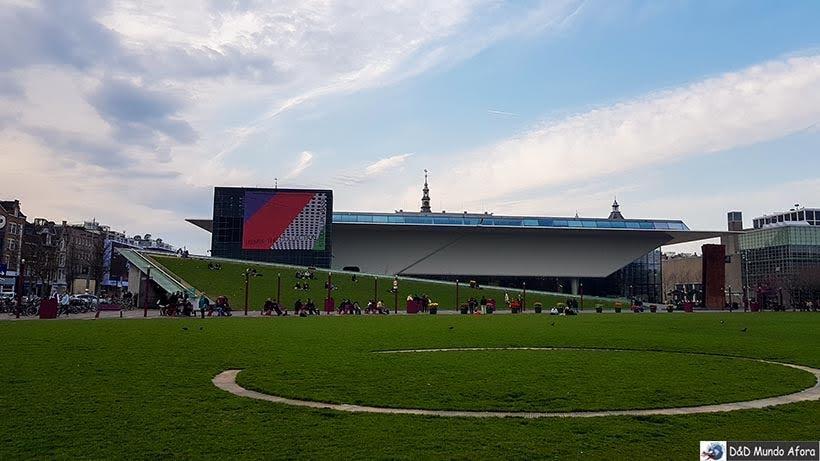 Museu Stedelijk na Museumplain de Amsterdam