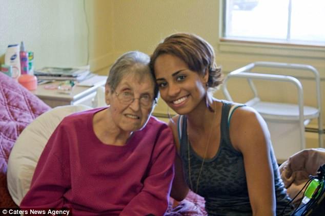 PERSONAS CON VITILIGO Jasmine Colgan con su abuela