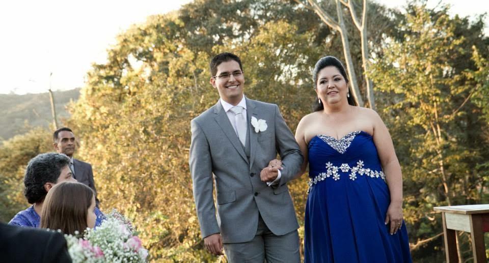 cerimônia - casamento ao ar livre - casamento de dia - entrada do noivo - noivo - mãe do noivo