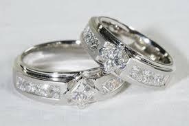 cincin tunangan Kepulauan Maluku