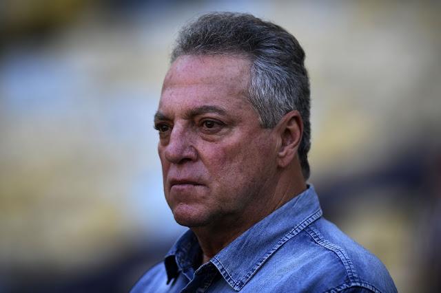 """Santos e Flamengo disputam Abel após """"sim"""" de Renato ao Grêmio; ficar no Rio seduz técnico"""