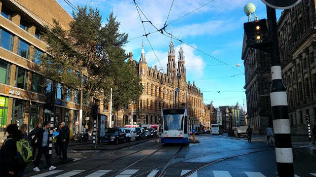 Tranvía 2 de Amsterdam en la Plaza Dam