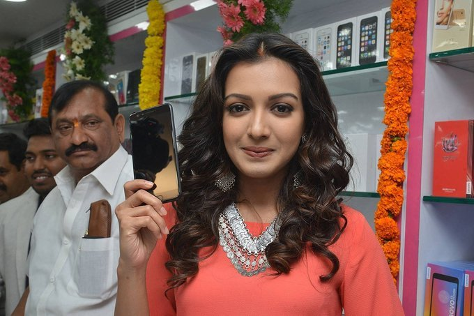 Catherine Tresa Launches B New Mobile Store In Kurnool