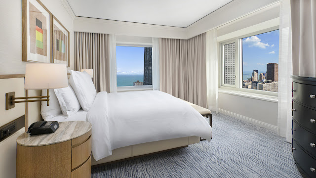 Four Seasons Hotel Chicago offers the highest luxury guest rooms in Chicago with unrivaled Lake Michigan and skyline views. Discover award-winning hospitality, premier dining, flexible meeting spaces and more just steps from Magnificent Mile and North Michigan Ave.