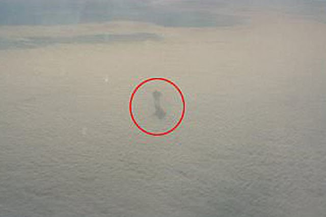 Aircraft passenger photographed the man walking on clouds