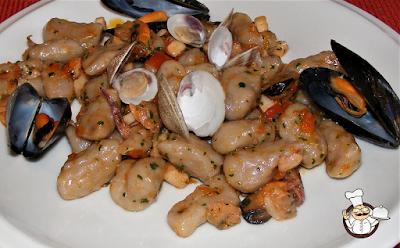 Gnocchi di patate viola al gusto di mare.