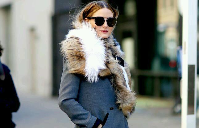 jak odświeżyć stary płaszcz, porady stylistki, jak nosić, płaszcz, inspiracje, inspiration, porady, fashion inspiration, jesień , zima, stylizacje, świat kobiet, zestawy ubrań, naszywki, płaszcz, jak nosić płaszcz, złote guziki, militarny styl, futrzany kołnierz
