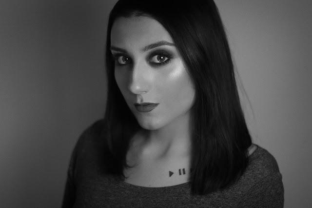 ciemny makijaż