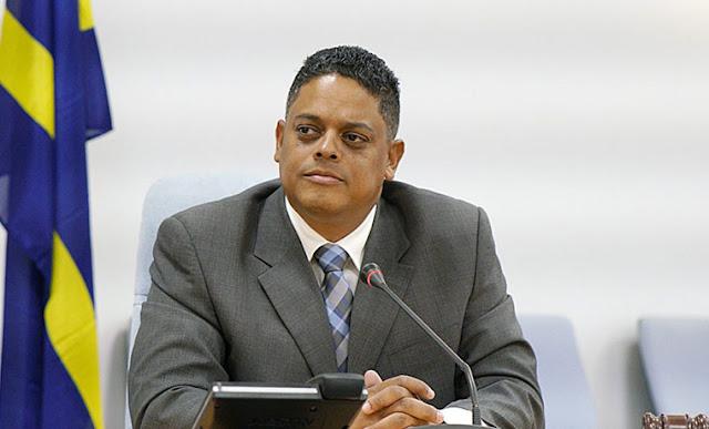 """Curazo calificó como """"muy lamentable"""" el cierre de las comunicaciones anunciado por Maduro"""