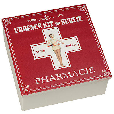 retro-style red-lidded boîte à pharmacie - first aid box