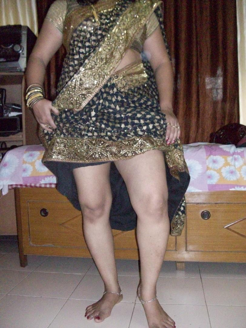 Indian Aunties And Girls Real Life Aunties Saree Uplift -2233