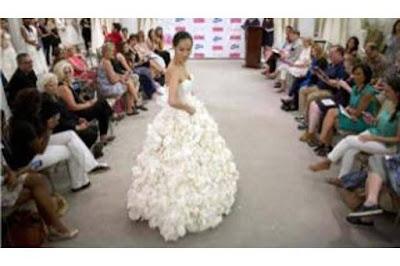 Wow! Gaun Pernikahan Terbuat dari Kertas Toilet