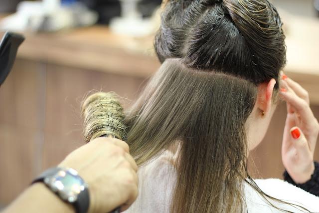 Penggunaan alat penata rambut dapat menyebabkan rambut rontok