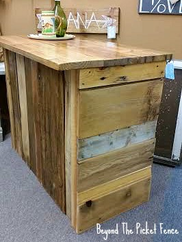 reclaimed wood, rustic bar, coffee bar, counter, kitchen island, pallets, minwax, cabin decor, http://bec4-beyondthepicketfence.blogspot.com/2016/05/rustic-reclaimed-bar.html