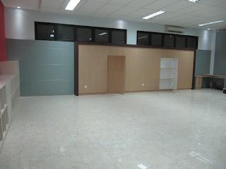Rak File Kantor Dengan Pintu