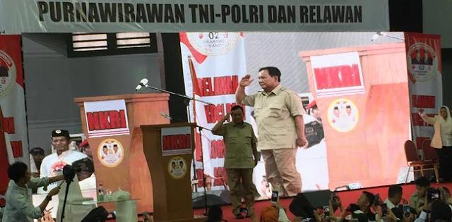 Terharu Didukung Senior, Prabowo Hormat dan Siap <i>Squat Jump</i>