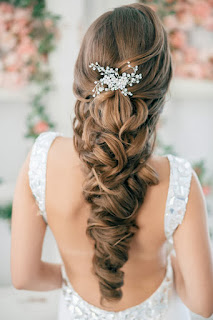 Phụ kiện cài tóc cô dâu cho tóc tết đẹp gợi cảm