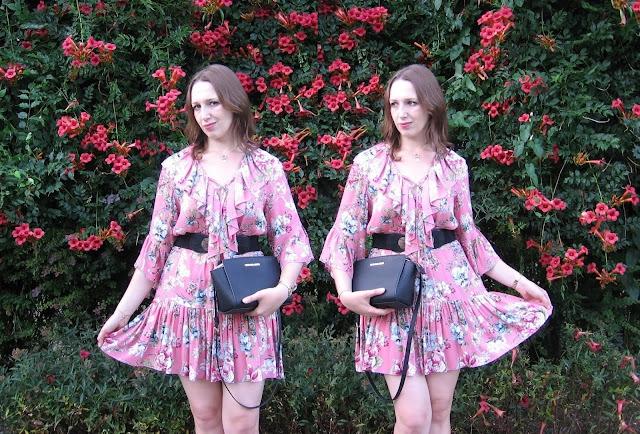 Sukienka dla romantyczki – z cyklu sukienka na co dzień